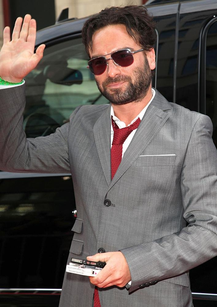 Johnny Galecki beard and suit